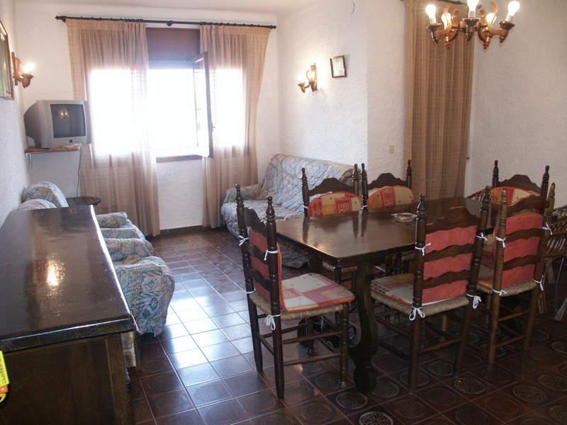 Apartment -                                       L´escala -                                       3 bedrooms -                                       6 persons