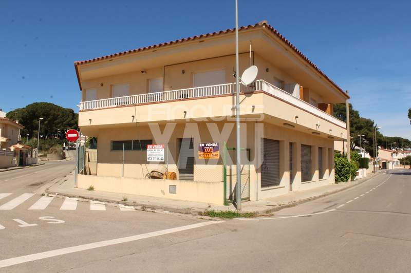 Business office -                                       L´escala -                                       0 bedrooms -                                       0 persons