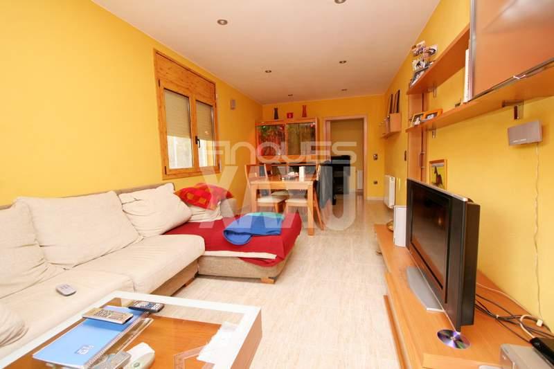 House -                                       Sant Miquel De Fluvia -                                       3 bedrooms -                                       0 persons