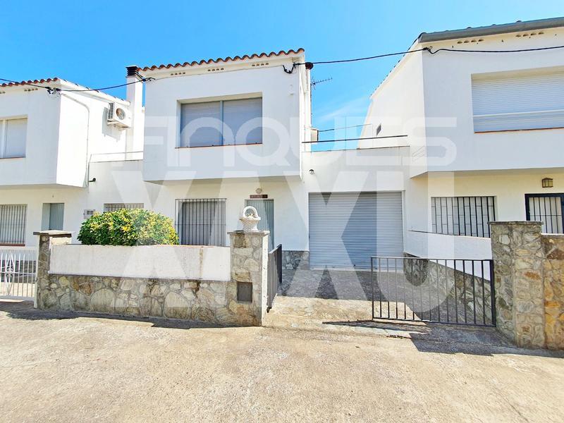 Semidetached house -                                       L´escala -                                       3 bedrooms -                                       0 persons